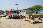 Železniční přejezd v Indii