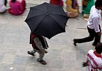 Nepál - Muž s deštníkem