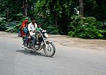 Indie - Rodinka na motorce v Indii