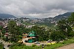 Indie - pohled na krajinu z vlaku do Shimly