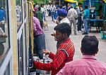 Indie - prodavač nápojů do vlaku