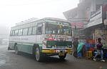 Indie - autobus v Narkandě