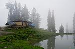 Indie - hliněný dům cestou na Hatu Peak
