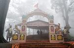 Indie - vchod do opičího chrámu v Shimle