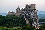 Beckov - hrad Beckov na skále